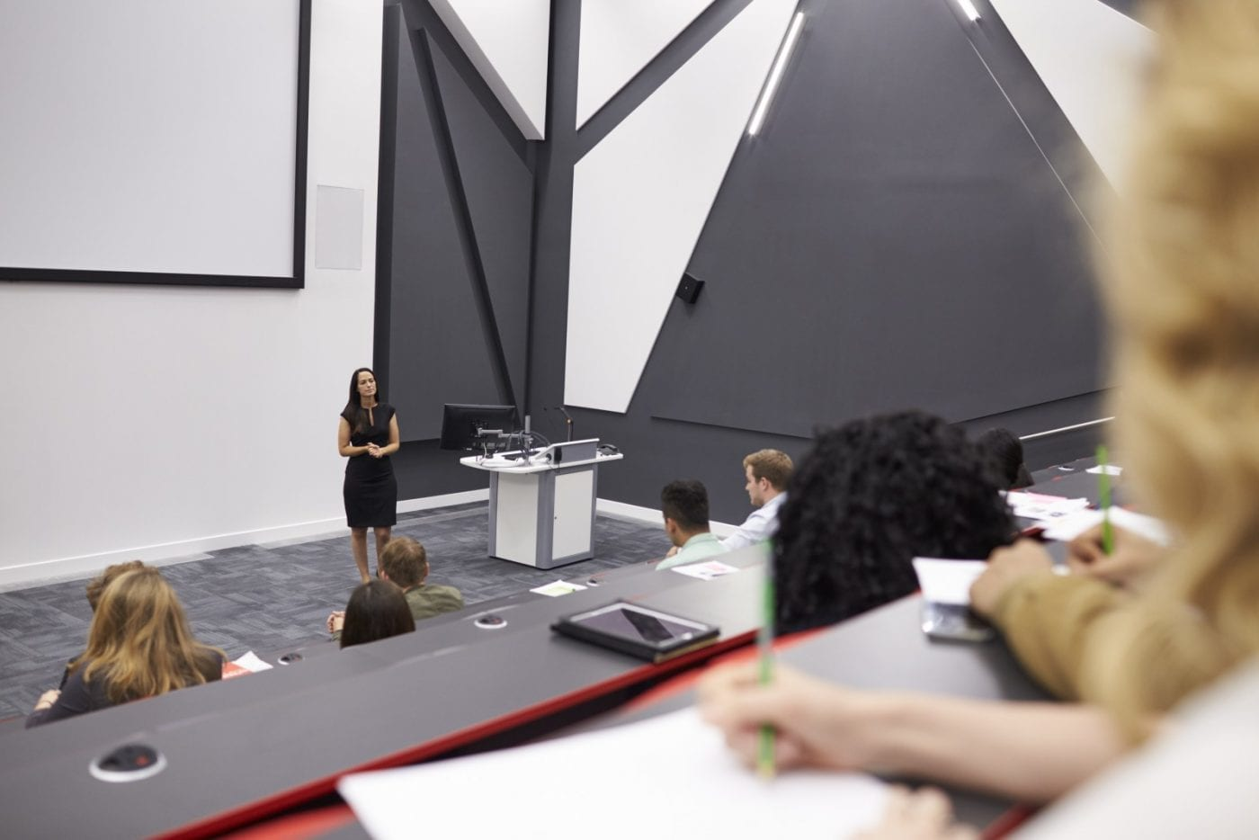 woman-lecturing-students-in-a-lecture-theatre-mid-pw3fz3y